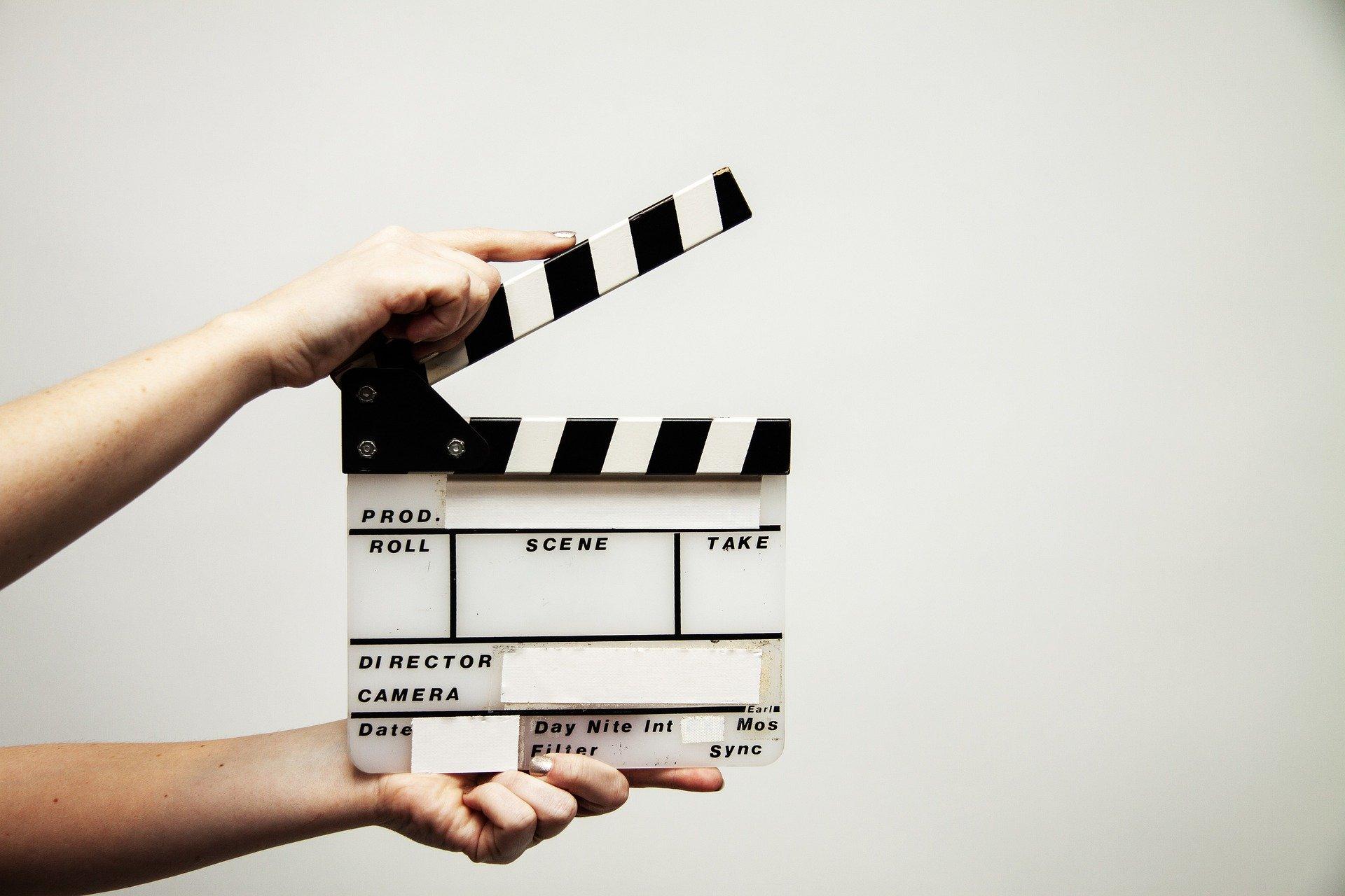 Filmklappe. Dieses Bild leitet einen Blogbeitrag zum Thema Videobotschaften ein.